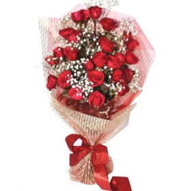 Delivery of Red and White Roses for Love in Pakistan