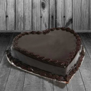 Delivery of Chocolate Heart Cake in Pakistan